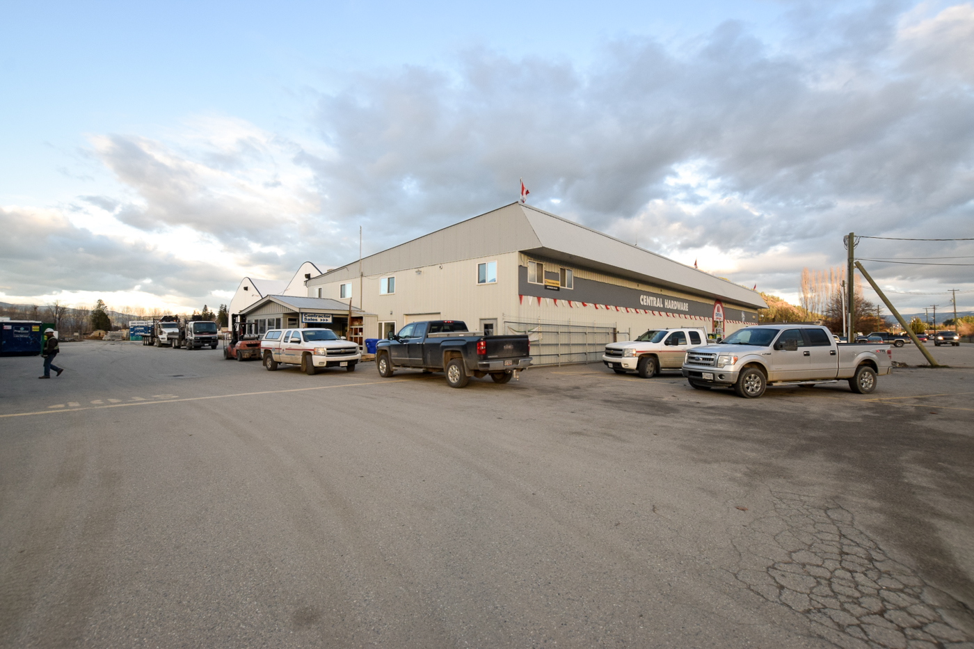 Building Supply/Hardware Business & Land